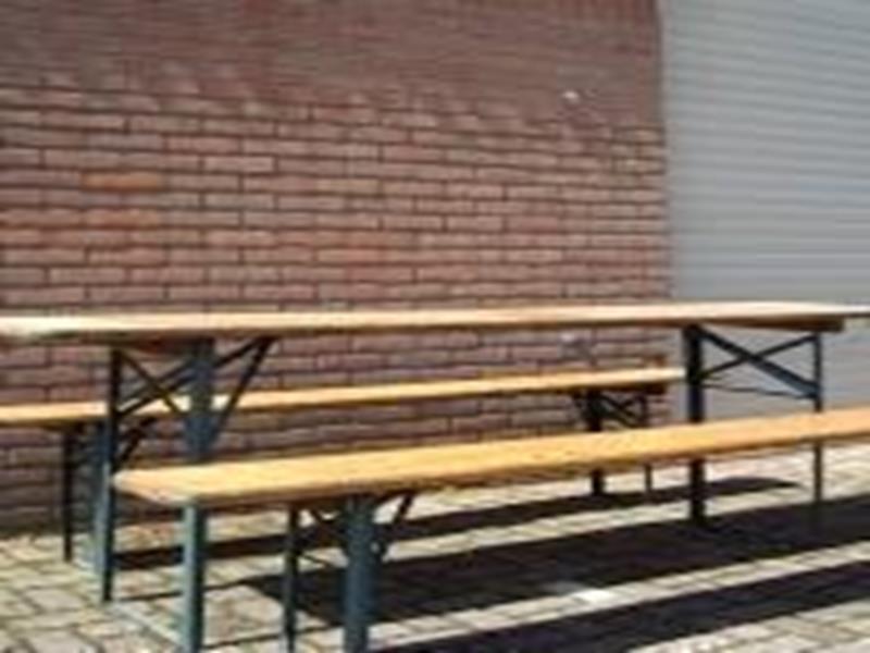Bierbankjes + tafel